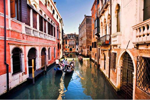 Улица города на воде