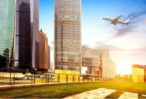 Самолёт возле небоскрёбов