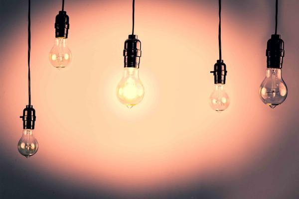 Висящие лампочки