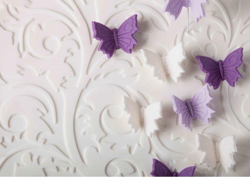 Бело-фиолетовые бабочки