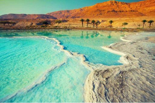 Голубая вода в горах