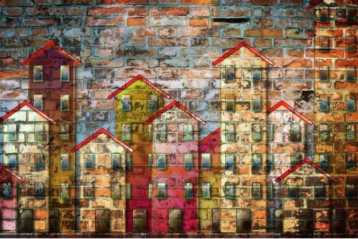 Дома на стене