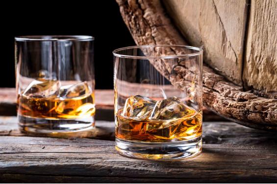 2 бокала виски