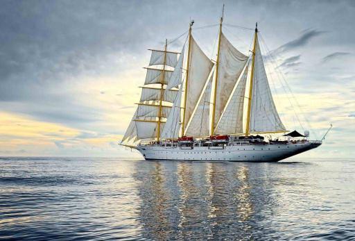 Корабль и море