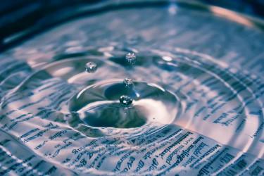 Вода на странице